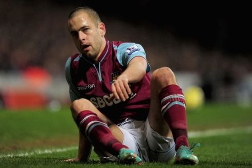 Hope and floory | Joe Cole may have been turfed out on loan, but it's Hammer time as the midfielder bids to kickstart his career. (Image | The Mirror)