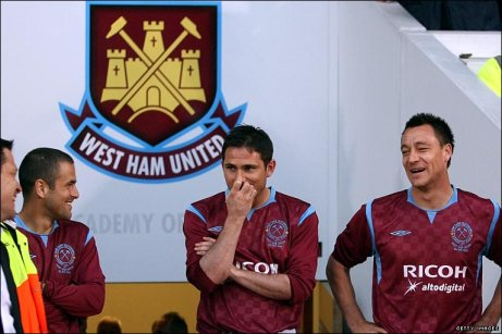 Homecoming | Former Hammers Joe Cole, Frank Lampard and John Terry at the Boleyn Ground in 2010 to pay tribute to youth development director Tony Carr. (Image | BBC)