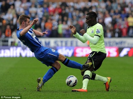 Dangerous | Wigan Athletic midfielder Callum McManaman catches Newcastle United defender Massadio Haïdara in a challenge that saw the latter stretchered off. (Image | Daily Mail)