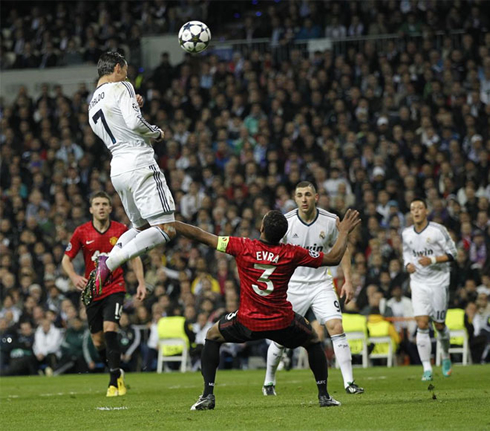 Highlight | The towering header from Cristiano Ronaldo in the first leg was one of the best goals in the Champions League this season and his height will cause further problems for Patrice Evra and Rafael. (Image | Marca)